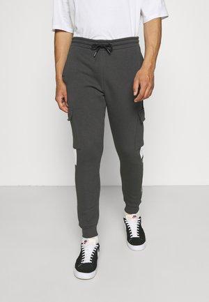 FARNELL JOGGER - Teplákové kalhoty - asphalt/jet black/limegreen