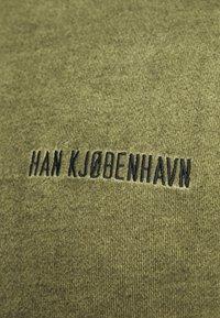 Han Kjøbenhavn - CASUAL HOODIE - Hoodie - green crush - 5