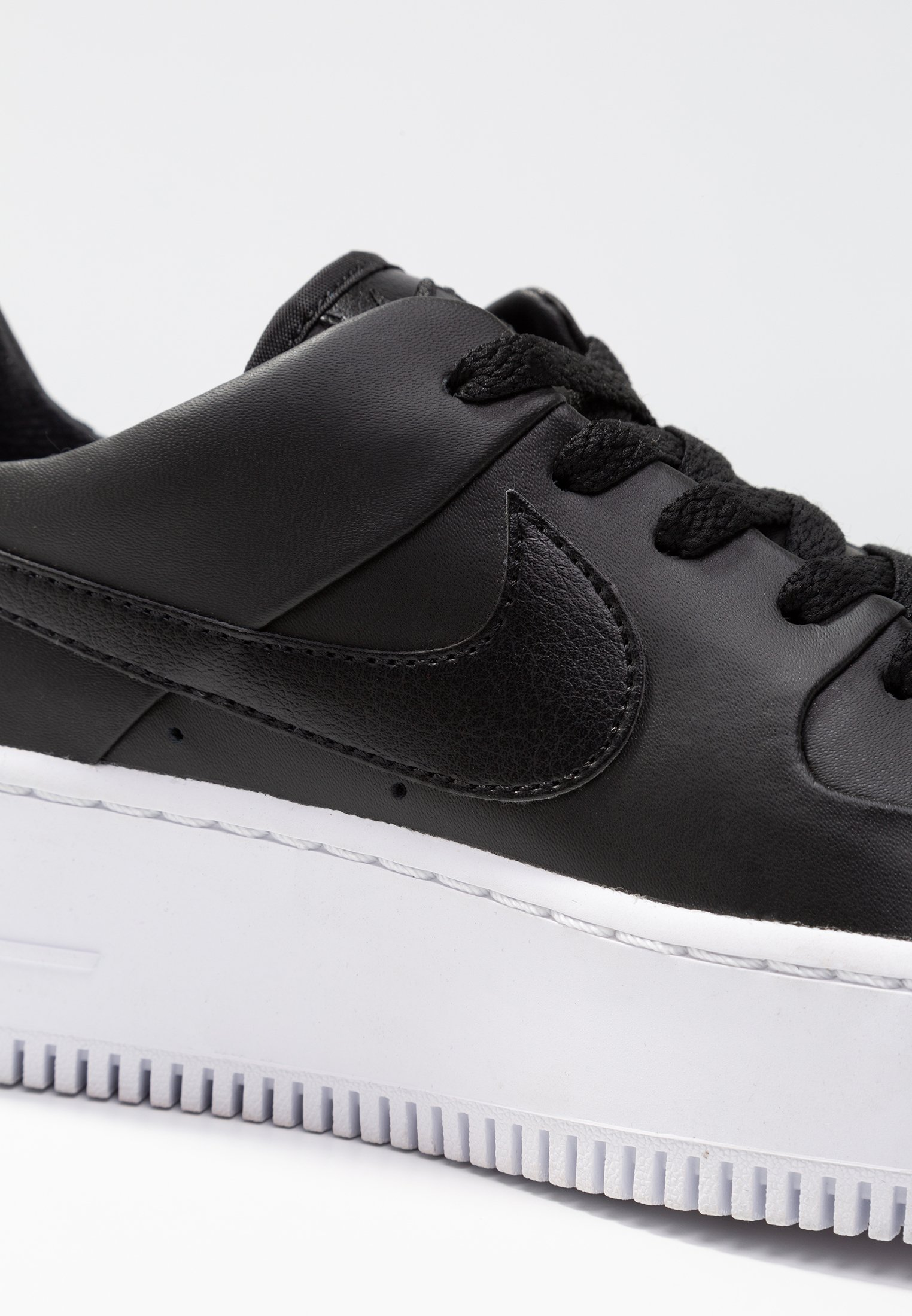 Nike Sportswear AIR FORCE 1 SAGE Sneaker low blackwhite