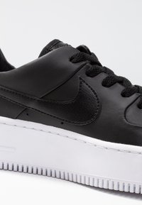 Nike Sportswear - AIR FORCE 1 SAGE - Baskets basses - black/white - 2