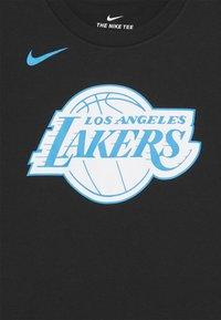 Nike Performance - NBA CITY EDITION LA LAKERS LOGO TEE UNISEX - Klubové oblečení - black - 2