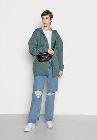 Weekday - HUGE ZIP HOODIE - Zip-up sweatshirt - green - 1