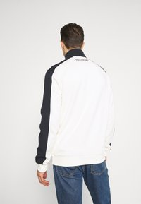 Lyle & Scott - CUT AND SEW FUNNEL NECK RELAXED FIT - Sweatshirt - vanilla ice - 2