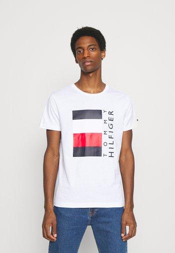 CORP STRIPE BOX TEE - Print T-shirt - white