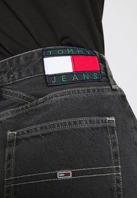 Tommy Jeans - MOM - Jeans relaxed fit - denim black - 6