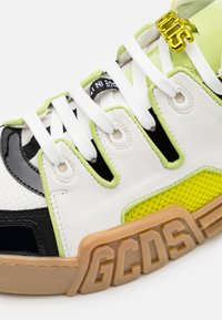 GCDS - RETRO - Trainers - white/beige/neon yellow - 5