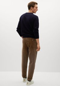 Mango - AUS CORD - Trousers - tobacco-braun - 2