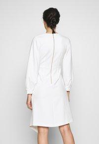 Closet - CLOSET LONG SLEEVE WRAP DRESS - Shift dress - ivory - 2