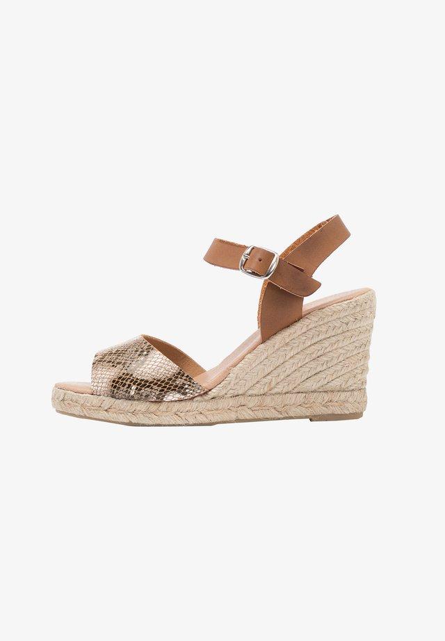 High heeled sandals - brown, gold