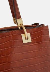 PARFOIS - MIMOSA - Handbag - camel - 3