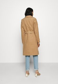 ONLY - ONLNEWPHOEBE DRAPY COAT - Płaszcz wełniany /Płaszcz klasyczny - camel - 2
