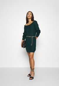 Missguided - AYVAN OFF SHOULDER JUMPER DRESS - Gebreide jurk - forest green - 1