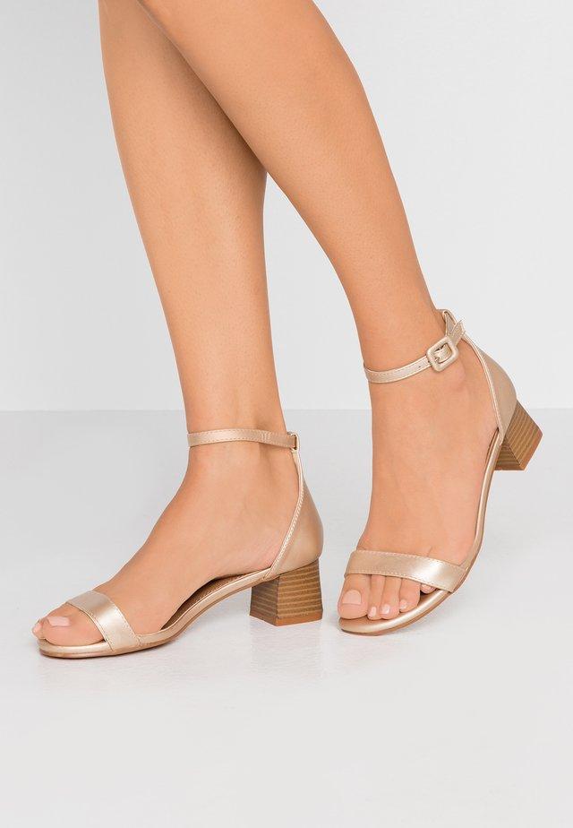 LOLA BLOCK HEEL - Sandals - gold