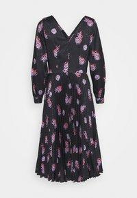 Closet - V NECK PLEATED DRESS - Day dress - black - 6