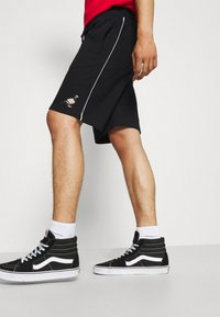 STAPLE PIGEON - PIPED UNISEX - Shorts - black - 3
