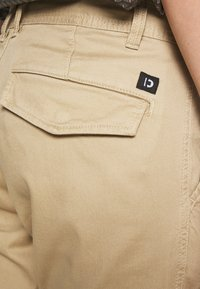 TOM TAILOR DENIM - JOGGER - Cargo trousers - beach sand - 5