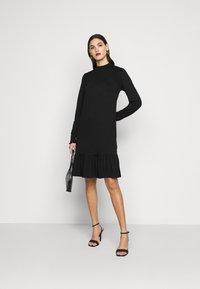 Dorothy Perkins Tall - BLACKSHIRRED DRESS - Jersey dress - black - 1