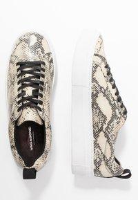 Vagabond - ZOE PLATFORM - Sneakers laag - sand/black - 3
