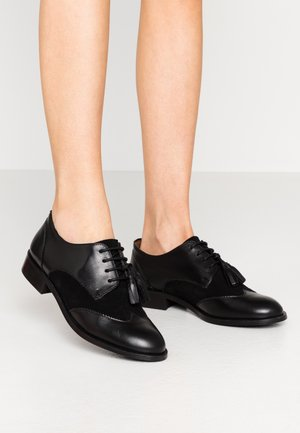 LEATHER FLAT SHOES - Šněrovací boty - black