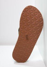 Teva - CLASSIC PREMIUM - Sandály s odděleným palcem - dark earth - 4