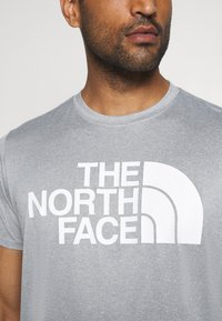 The North Face - MENS REAXION EASY TEE - Triko s potiskem - mid grey heathr - 4