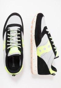 Saucony - JAZZ ORIGINAL OUTDOOR - Sneaker low - black/slime - 1