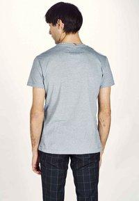 MDB IMPECCABLE - Basic T-shirt - navy - 2
