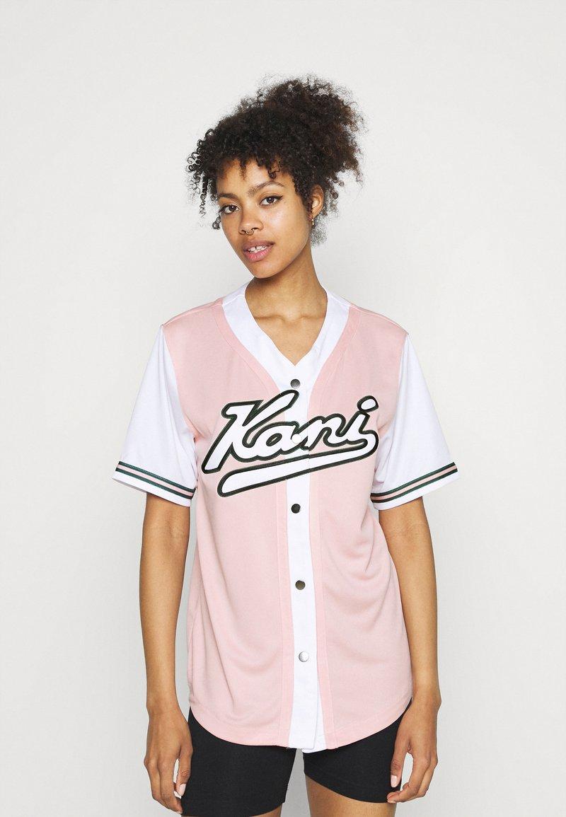 Karl Kani - VARSITY BLOCK BASEBALL - Print T-shirt - rose