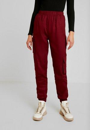 Cargo trousers - burgundy