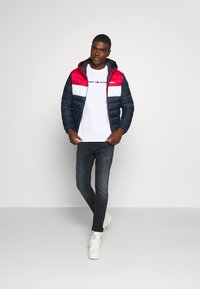 Tommy Jeans - STRAIGHT LOGO TEE - T-shirt con stampa - white - 1