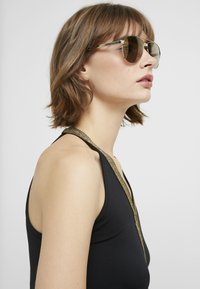 Versace - Sunglasses - gold-coloured/brown - 3