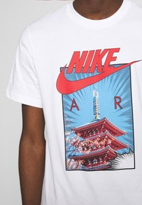 Nike Sportswear - AIR PHOTO TEE - Print T-shirt - white - 4