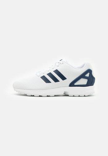 ZX FLUX UNISEX - Sneakers - footwear white/dark blue