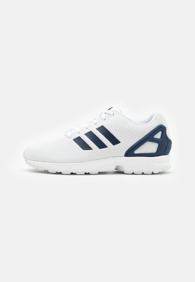 ZX FLUX UNISEX - Trainers - footwear white/dark blue