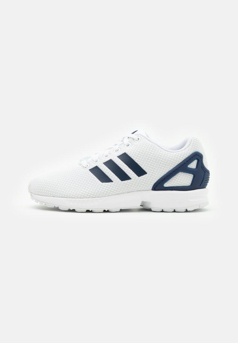 adidas Originals - ZX FLUX UNISEX - Trainers - footwear white/dark blue