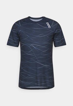 PURE TEE - Print T-shirt - lines turmaline navy