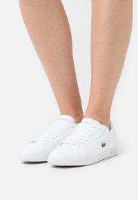 Lacoste - GRADUATE  - Sneakersy niskie - white - 0