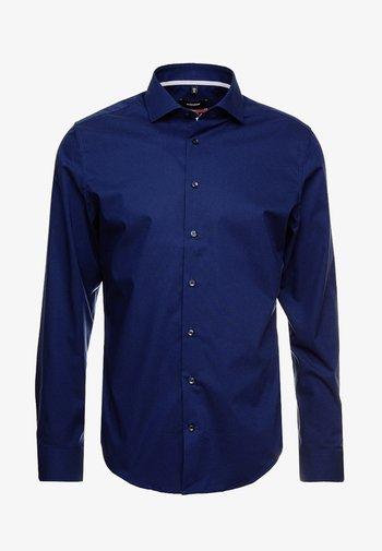 SPREAD KENT PATCH SLIM FIT - Finskjorte - dark blue