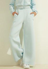 Guess - Trousers - himmelblau - 1