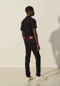 sandro - SLIM - Slim fit jeans - black denim - 2
