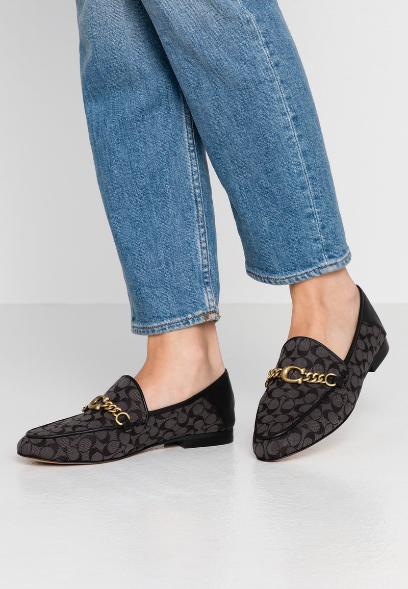 Coach - HELENA CHAIN LOAFER SIGNATURE  - Slip-ons - black