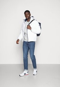 Tommy Jeans - ESSENTIAL JACKET - Dunjacka - white - 1
