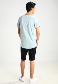 Jack & Jones - JJPRHUGO TEE CREW NECK  - Basic T-shirt - grey mist - 2