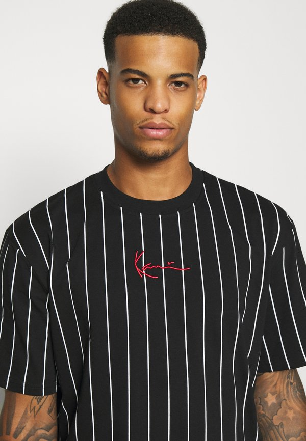 Karl Kani SMALL SIGNATURE PINSTRIPE TEE UNISEX - T-shirt z nadrukiem - black/white/czarny Odzież Męska JQXT