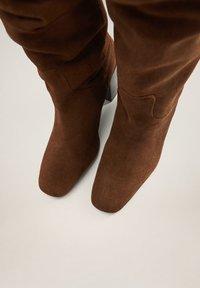 Mango - WEEK - Laarzen met hoge hak - chocolate - 6