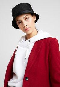 Calvin Klein - PRIMARY BUCKET HAT - Hat - black - 4