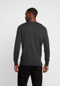 Lyle & Scott - CREW NECK JUMPER - Jumper - charcoal marl - 2