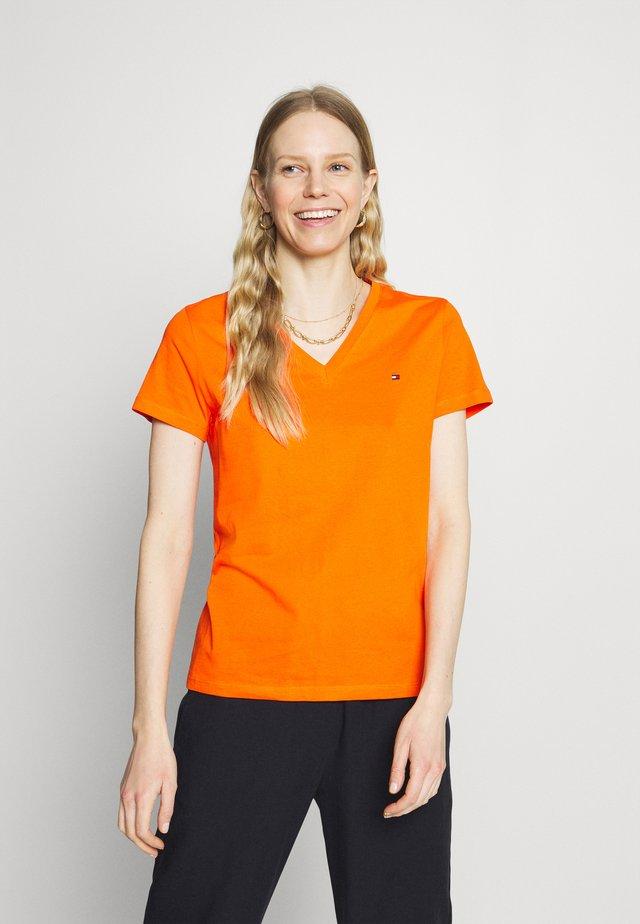 NEW VNECK TEE - T-shirt basique - princeton orange