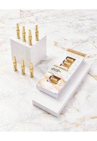 L'Oréal Paris - AGE PERFECT SERUM AMPULLES 7 DAYS - Skincare set - - - 1
