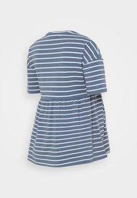 MAMALICIOUS - MLOTEA - T-shirt z nadrukiem - china blue/snow white - 1